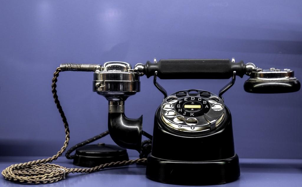 stary telefon - kontakt